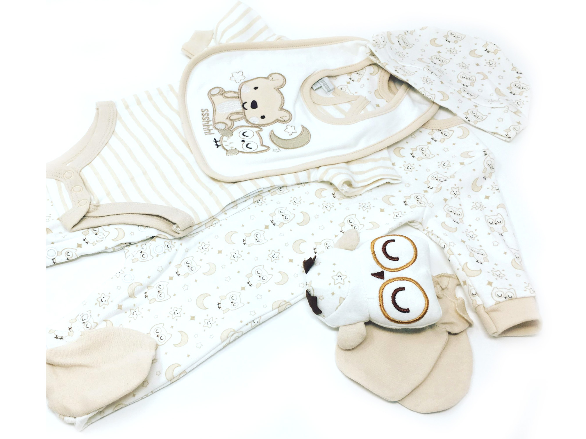 Baby Unisex Clothing. At George, we have an adorable range of baby unisex clothing, from cosy bodysuits, bibs, to practical blankets in stylish designs to keep your little bundle of joy looking great all year around. Unisex clothes are the ideal baby shower present, especially when expectant parents are unsure of the new arrival's gender.